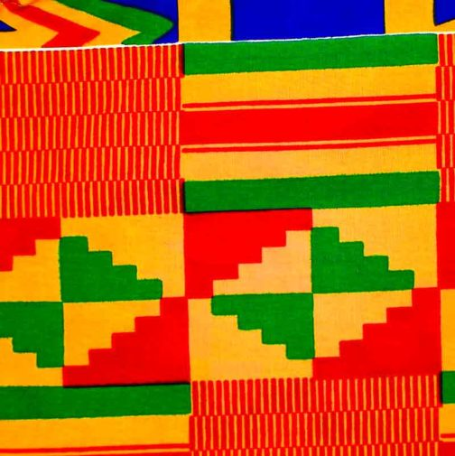 Carré-Pochette-moyenne-coloré-rectilien-par-Makosmé