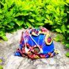 Pochette-moyenne-bleu-et-arbustre-par-Makosmé