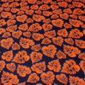 tissu-de-coton-feuillage-orange-fond-bleu-marine